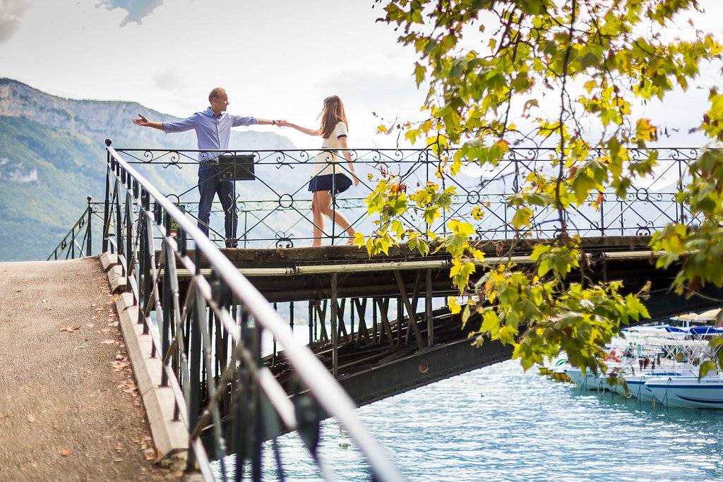 amoureux annecy couple haute savoie le blog de neroli mariage pont pre wedding photo session save the date savethedate séance photo couple septembre wedding